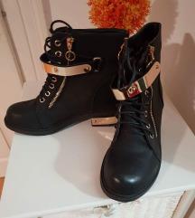 Cisto nova obutev samo 13 eur z navadno ppt
