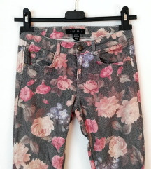 ZNIŽ.Rožaste jeans hlače