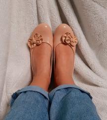 Čevlji s polno peto
