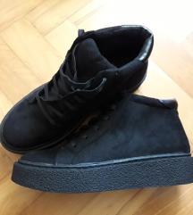 Črni čevlji s platformo