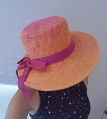 Oranžno roza slamnik