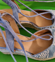 Sandalčki za zavezovanje
