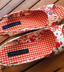 ČUDOVITI Tommy Hilfiger 2X NOŠENI čevlji