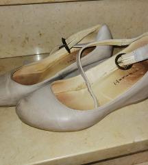 Usnjeni ženski čevlji s polno peto
