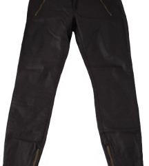 Temno redečo-rjave hlače z zlatimi zadrgami