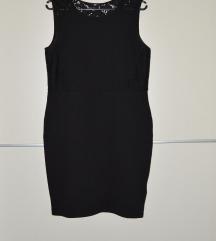 Črna oprijeta obleka s čipko na hrbtni strani