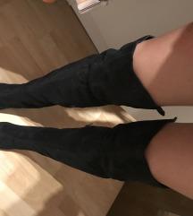 Črni škornji čez koleno