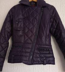 Temno vijola prešita debelejša jaknica