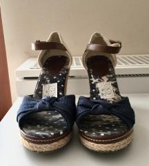 Poletni čevlji z visoko peto