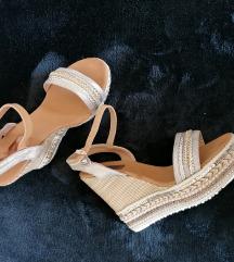 Sandali s polno peto zlati 39