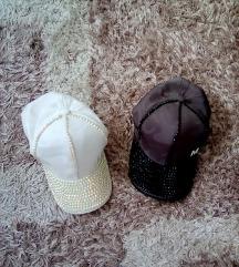 Kapa s siltom črna in bela