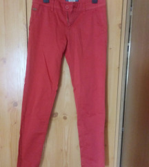 rdeče hlače