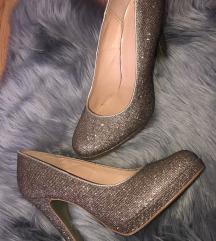 Čevlji z visoko peto