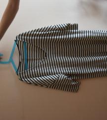 Črtasta obleka