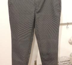 Črno-bele Chino hlače Zara