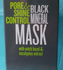 Črna mineralna maska