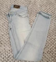 Svetle jeans hlače