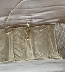Kozmetična torbica s predalčki
