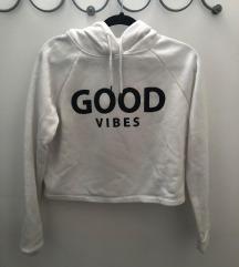 Crop bel pulover s kapuco Good vibes
