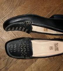 Usnjeni čevlji z nizko peto