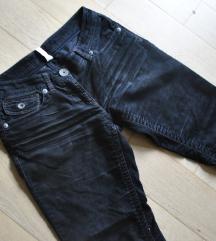 sOliver črne žametne hlače