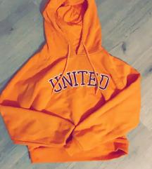 Oranžen pulover