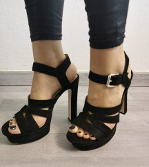 Zara sandali s peto