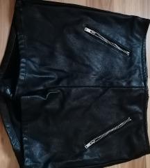 Usnjeno krilo in kratke hlače