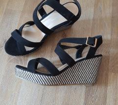Sandali z polno peto-novo