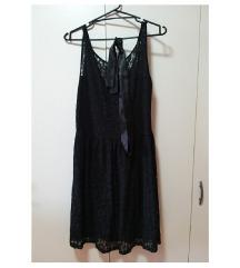 črna elegantna obleka s čipko in trakom v pasu