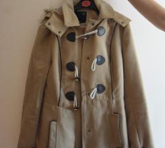 Rjav zimski plašček s kapuco