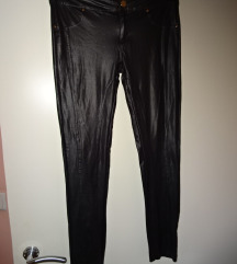 Črne hlače, imitacija usnja