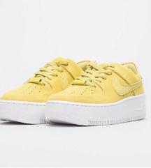Prodam nove Nike Sage low v rumeni barvi št. 39.