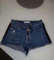 Kratke hlače in kikla jeans