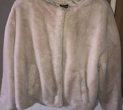Bela fluffy jakna