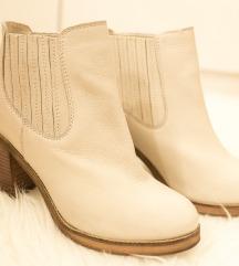 Novi usnjeni škornji