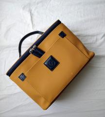 Prostorna rjava kozmetična torbica