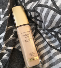 Puder Max Factor Radiant Lift