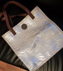 Večja srebrna torbica, nova