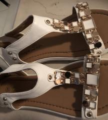 Novi beli sandalcki
