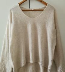 Lahek bež pulover vel. M (ptt v ceni)