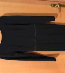 Temno modra oprijeta obleka