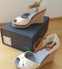 Tommy Hilfinger št 38 sandali, praktično novi