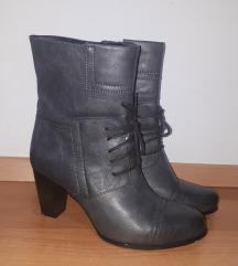 Škornji temno sivi št. 39