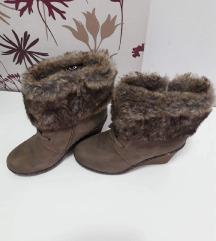 Zimski škornji na peto