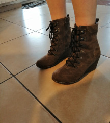 škornji s polno peto