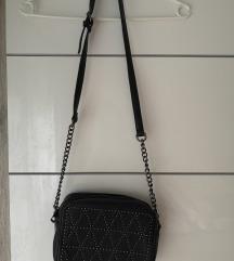 Črna torbica za čez ramo