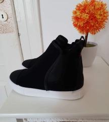 Popolnoma nova obutev 12 eur z ppt