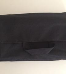NOVA črna potovalna kozmetična torbica