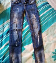 Jeans hlače 134 raztegljive